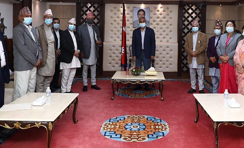प्रधानमन्त्रीसमक्ष नेपाल प्रज्ञा–प्रतिष्ठानको वार्षिक प्रतिवेदन प्रस्तुत